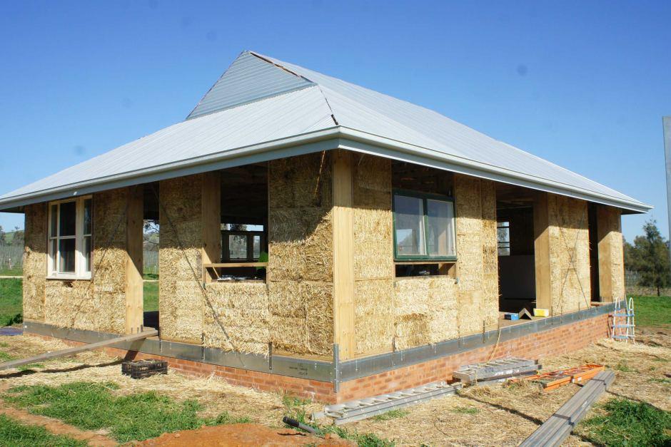 casa din paie echipaconstructii